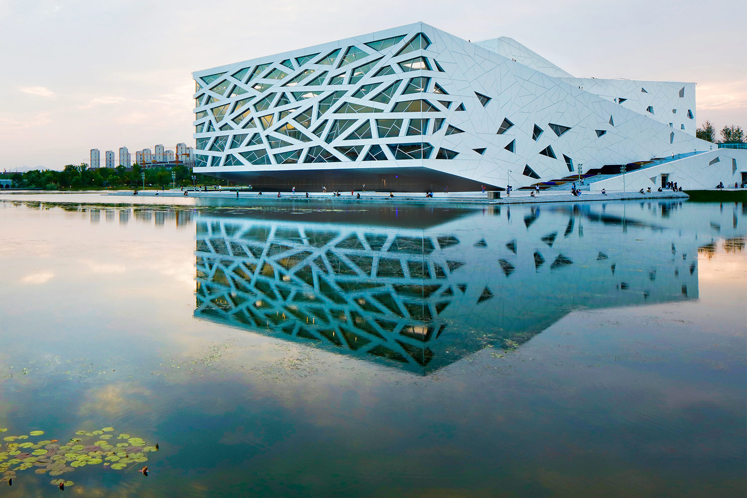 Yuhang Cultural Arts Centre and its reflection at dusk in the lake