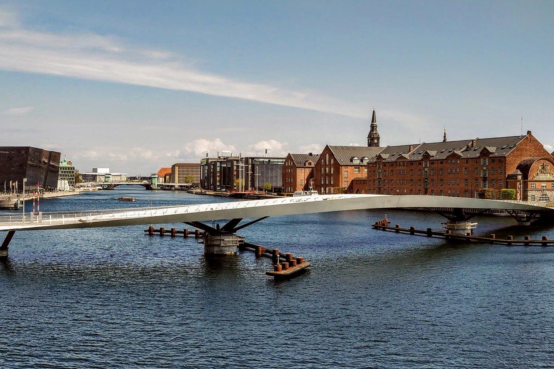 Lille Langebro footbridge across the deep blue K⌀benhavns Havn