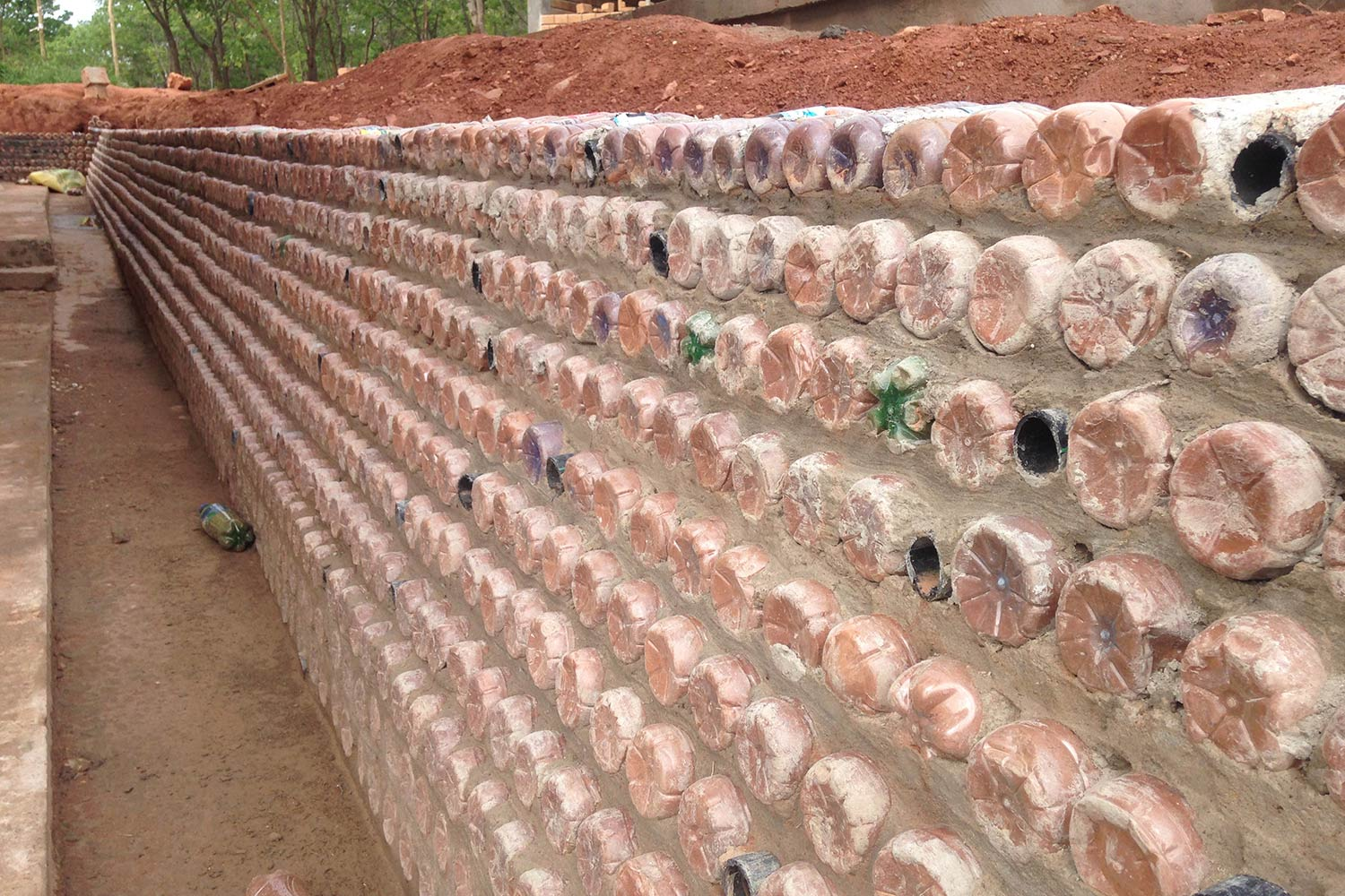 An innovative wall made from recycled plastic bottles