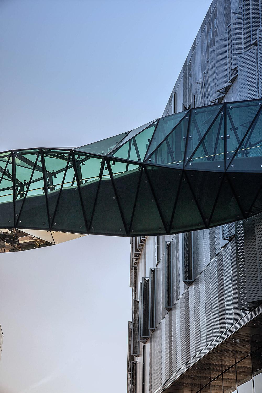 tottenham hotspur football club stadium link bridge