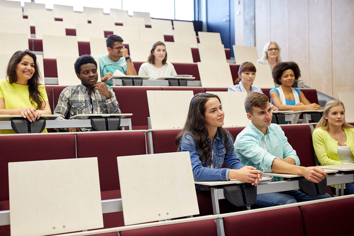 social distancing in lecture theatre